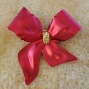 5 for $25 🤩 Red Bow Pin